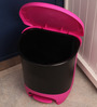 Juypal Hogar Fusia And Black Polypropylene Dustbin - 30 L
